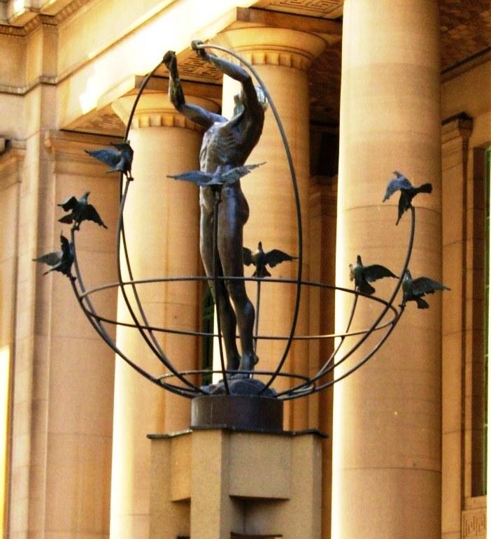 Statue_outside_Union_Station