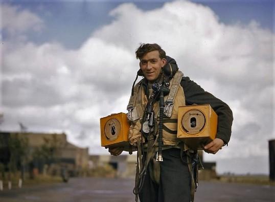 Avro_Lancaster_pigeons_WWII_IWM_TR_193